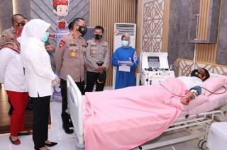 Kapolda Sumsel dan Wakil Walikota Palembang Tinjau Donor Darah di RS Bhayangkara Palembang