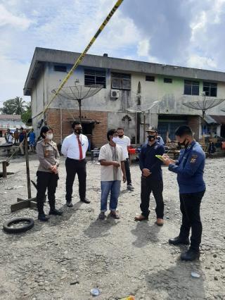 Tim Labfor Polda Riau Lakukan Pemeriksaan di Area Bekas Terbakar Pasar Kuok