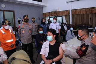 Kapolda Sumsel Tinjau Vaksinasi Covid-19 Kerjasama Polrestabes dan PT KAI Palembang