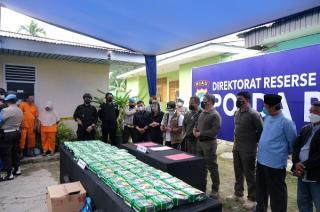 Polda Riau Tangkap Dua Orang Jaringan Narkoba Internasional dengan Barang Bukti 81 Kg Sabu