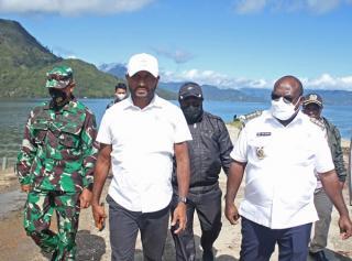 Yan Mandenas: Fasilitas Listrik 24 Jam dan Internet 4G di Paniai Papua Menjadi Pilot Project