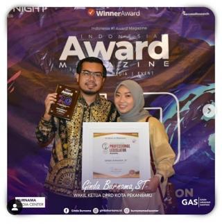 Wakil Ketua DPRD Pekanbaru Dianugerahi Most Inspiring Professional Legislator Award