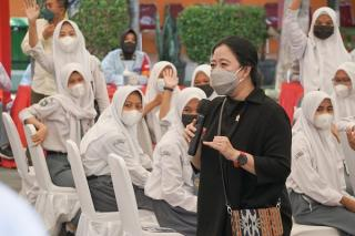 Puan Maharani Tegaskan Pelaku Perjalanan Internasional Wajib Jalani Karantina