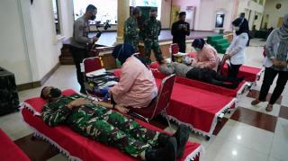 Peringati HUT KE-76 TNI, Kodam II/Sriwijaya Gelar Donor Darah dan Baksos