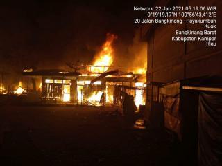 Kebakaran di Pasar Kuok Hanguskan Puluhan Kios
