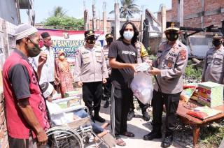 Kapolda Sumsel Salurkan Bantuan dari Rumah ke Rumah