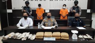 Polres Kampar Tangkap Pelaku Narkoba Pemilik 9 Kg Daun Ganja Kering