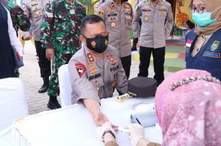 Bid Dokkes Polri Gelar Vaksinasi Massal di Palembang, Jelang Peringatan HUT Bhayangkara ke-75