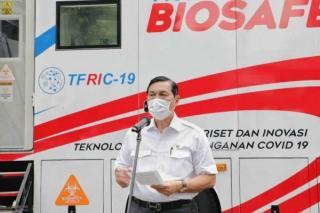 Luhut Tinjau Laboratorium Tes PCR Mobile Karya Tim TFRIC19