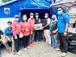 Ranting PDIP Pademangan Timur Serahkan Bantuan bagi Korban Kebakaran